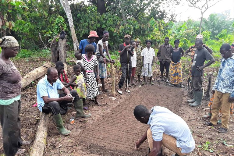Training by agronomists to cultivate vegetables to improve nutrition and generate extra income for sustainable cocoa farmers in Ghana