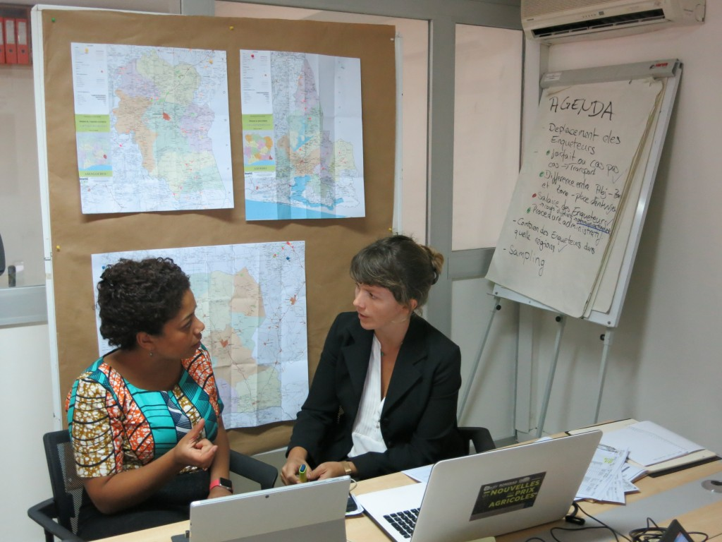 Miriam Gyamfi (COMO Consult GmbH) and Caroline Camaleonte (Rongead) discuss the options to measure progress in cocoa sustainability for Pro Planteurs (GIZ).